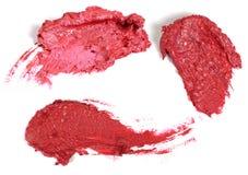Courses de rouge à lèvres d'isolement sur le blanc Images stock