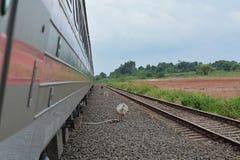 Courses de train sur la voie Image libre de droits