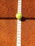 Court de tennis avec la boule (42) Image stock