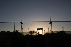 Court de tennis de coucher du soleil Photo stock