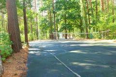 Court de tennis en parc Photos stock
