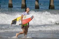 Courtney Conlogue konkurrerar i US Open av att surfa 2018 fotografering för bildbyråer
