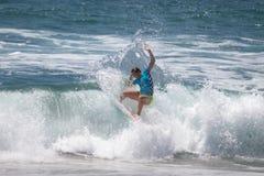 Courtney Conlogue som konkurrerar på US Open av att surfa 2018 fotografering för bildbyråer