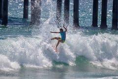 Courtney Conlogue som konkurrerar på US Open av att surfa 2018competing på US Open av att surfa 2018 royaltyfri fotografi