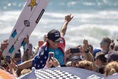 Courtney Conlogue som segrar på skåpbilUS Open av att surfa 2018 arkivbilder