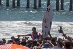 Courtney Conlogue som segrar på skåpbilUS Open av att surfa 2018 royaltyfria foton