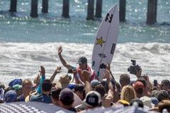 Courtney Conlogue som segrar på skåpbilUS Open av att surfa 2018 arkivfoton