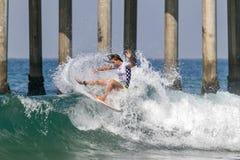 Courtney Conlogue som surfar i skåpbilUS Open av att surfa 2018 royaltyfri fotografi