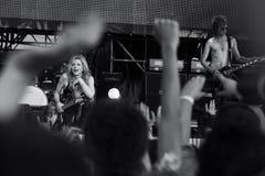 Courtney Love com sua faixa fotos de stock