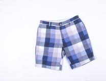 courts-circuits shorts sur le fond shorts sur un fond images stock
