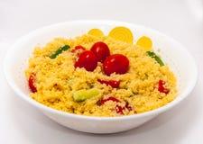 Cous Cous沙拉用在白色的婴孩蕃茄 免版税库存图片