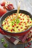 Couscous avec la grenade, les raisins secs et les épices Photos libres de droits