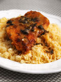 Couscous avec le poulet photo stock