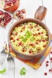Couscous med granatäpplet, russin och kryddor Fotografering för Bildbyråer