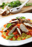 Couscous mit den Huhnbrüsten und -gemüse Stockfotos