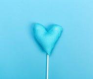 Coussin bleu de coeur Photographie stock libre de droits