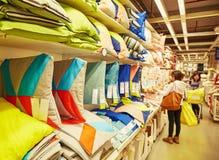 Coussins dans le supermarché image stock