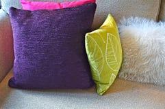 Coussins sur le sofa Photographie stock