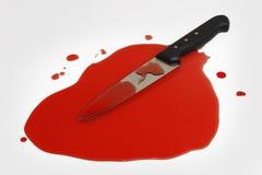 Couteau dans un regroupement de sang Photos libres de droits