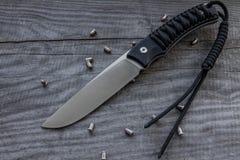 Couteau de chasse avec la courroie Photographie stock libre de droits