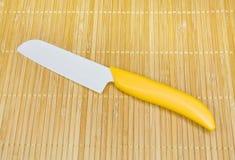 Couteau de cuisine en céramique. Photographie stock libre de droits