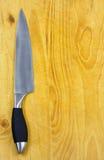 Couteau de cuisine sur le bloc de découpage. Photographie stock libre de droits