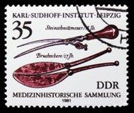 Couteau de découpage de pierre (18ème c,), cassant les ciseaux (17ème c ), collection d'antécédents médicaux, Karl Sudhoff Instit image libre de droits