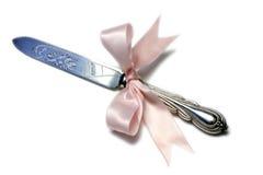 Couteau de gâteau de mariage Images stock