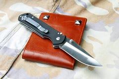 Couteau de poche d'accessoires du ` s d'hommes photo libre de droits