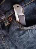 Couteau de poche dans la poche de jeans Images libres de droits