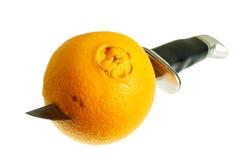 Couteau et orange Photographie stock libre de droits
