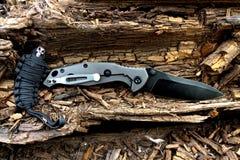 Couteau se pliant Paracord bibelot crâne Militaire Image libre de droits