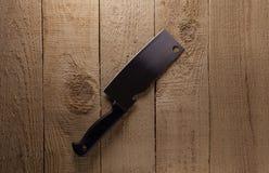 Couteau sur la table de cuisine rustique Photographie stock libre de droits