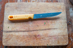 Couteau sur le bloc photo libre de droits