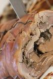 Couteau sur le rôti de porc Image libre de droits