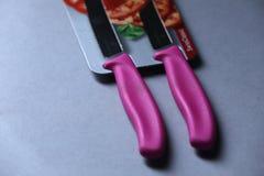 Couteaux de Victorinox, fond blanc d'isolement photographie stock