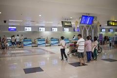 Couter signent l'aéroport international intérieur de Chiang Mai Photographie stock