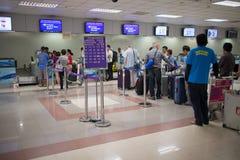 Couter signent l'aéroport international intérieur de Chiang Mai Image stock
