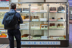 Couterfeit et articles illégaux à l'aéroport de Narita Photographie stock libre de droits