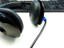 Écouteur et clavier Photographie stock libre de droits