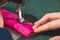 Couture avec la machine Images libres de droits
