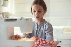 Couture d'enfant Images libres de droits