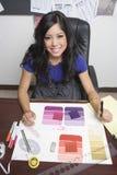 Couturier féminin At Desk photographie stock