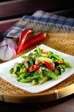 Couve chinesa sauteed com pimentão vermelho Fotografia de Stock Royalty Free
