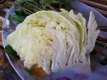 A couve, a corriola, o aipo, o vegetal, o macarronete, os ovos e a refeição no bufete alinham o alimento Foto de Stock