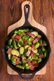Couve-de-bruxelas e bacon Fotografia de Stock