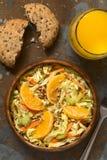 Couve-de-milão, cenoura, aipo e salada alaranjada Fotos de Stock Royalty Free
