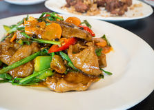 A couve e o pato chineses do alimento fritaram no molho da ostra Fotos de Stock