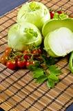Couve-rábano, tomates e ervilhas novas Foto de Stock Royalty Free