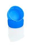 Couvercles en plastique bleus de bouteille Image stock